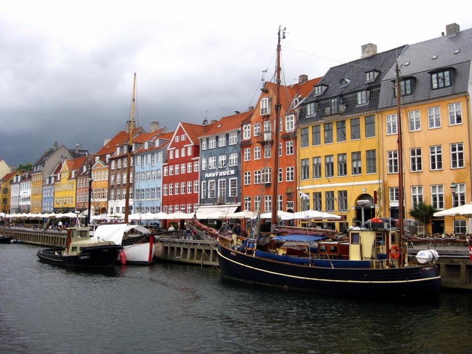 famous-nyhavn-cityscape